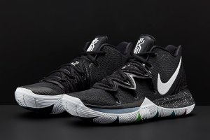 Кроссовки Nike Kyrie 5 Black white magic splash