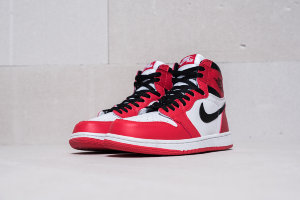 Кроссовки Nike Air Jordan 1 Retro High OG Chicago Black Red - White